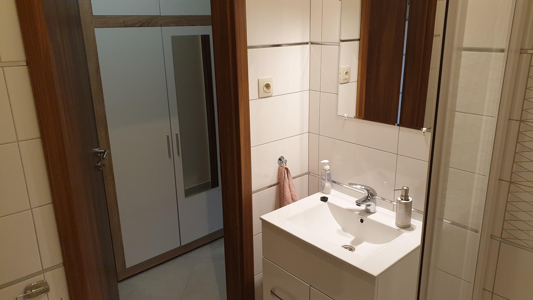 Ap. 3. mosdó_előszobaszekrény