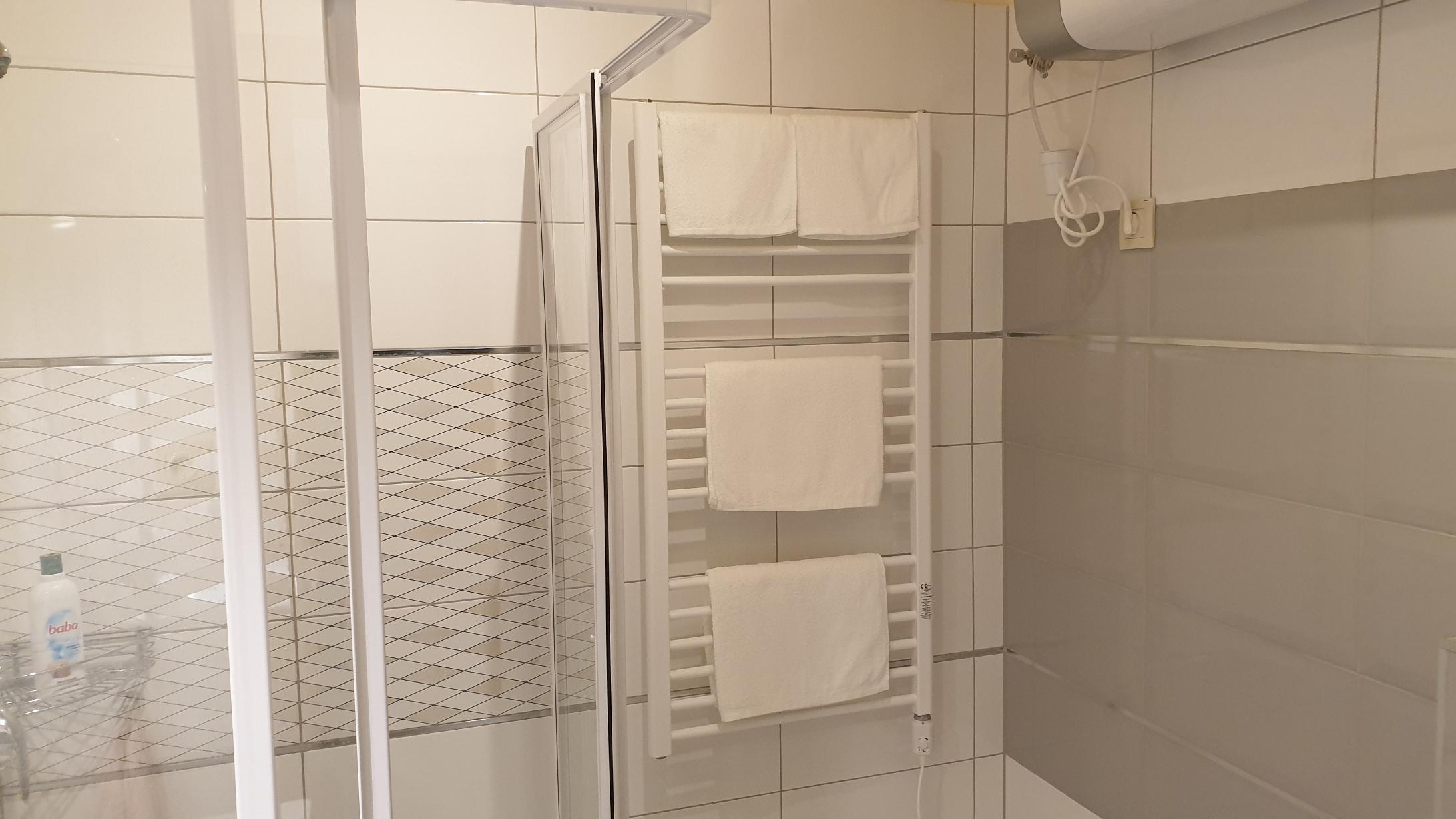 Ap. 3. zuhanyzó