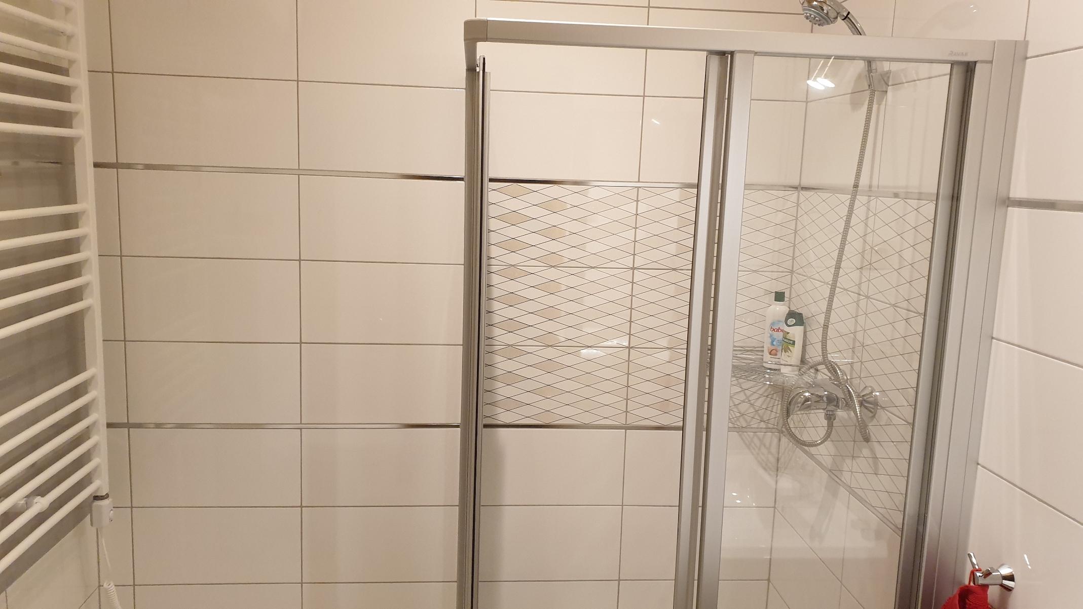 Ap.2. zuhanyzó1